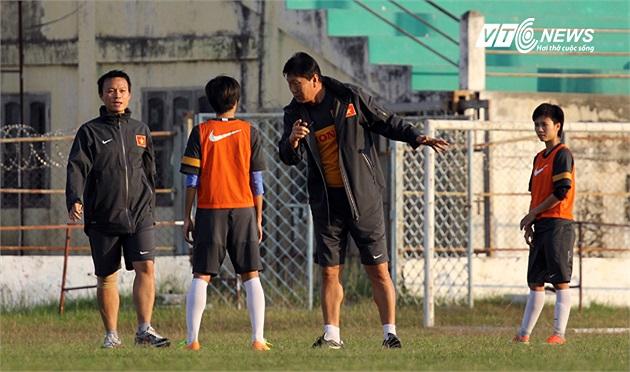 Ông đặc biệt lưu ý tiền vệ trung tâm của đội bạn, cầu thủ Seesraum đang chơi bóng tại Nhật