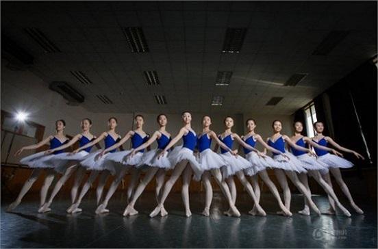 Học viện Múa Bắc Kinh Đây là cơ sở đào tạo múa duy nhất ở Trung Quốc. Các nữ sinh Học viện Múa từ lâu nức tiếng sở hữu vẻ đẹp mảnh mai, trong sáng, quyến rũ và đài các.