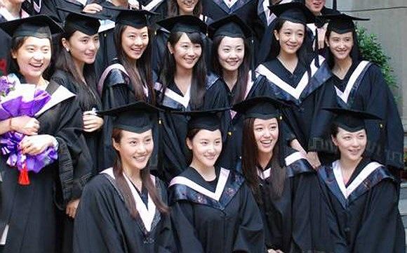 Học viện kịch nghệ trung ương   Là cơ sở đào tạo kịch nghệ đầu tiên của Trung Quốc, hiện Học viện kịch nghệ trung ương cũng là nơi đào tạo tốt và uy tín nhất về các ngành nghệ thuật biểu diễn, kịch nghệ.
