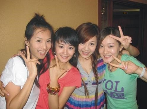 Học viện hí kịch Thượng Hải (STA) Là cơ sở đào tạo toàn diện về các bộ môn nghệ thuật, biểu diễn, đặc biệt là kịch nghệ, khuôn viên STA toàn các nam thanh nữ tú.