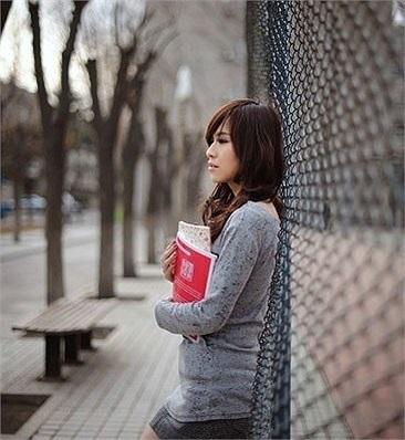 Đại học Nghiên cứu Quốc tế Bắc Kinh Đây là trường Đại học chuyên giảng dạy về ngoại ngữ và du lịch của Trung Quốc. Do đó, các nữ sinh viên trong trường nổi tiếng sở hữu vẻ đẹp năng động, hiện đại và quyến rũ.