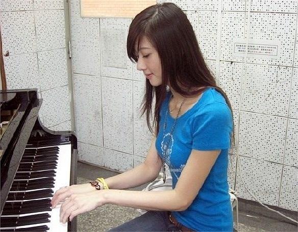 Nhạc viện Thượng Hải Nằm ở thành phố sầm uất, hào nhoáng bậc nhất ở Trung Quốc cộng với danh tiếng là cơ sở đào tạo âm nhạc chuyên nghiệp cao cấp với các ngành đào tạo đa dạng