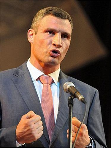 Đối thủ của Lennox Lewis sẽ là 1 trong 2 anh em nhà Klitschko