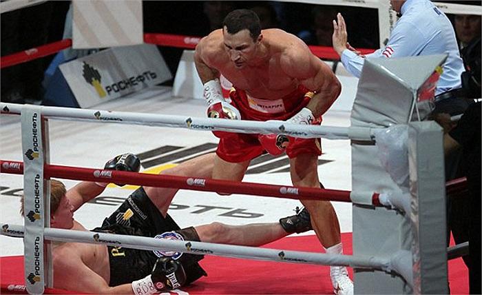 Trước đây, Lewis và người anh Vitali Klitschko đã từng so găng ở Los Angeles năm 2003. Kết quả là Lewis đã giành phần thắng