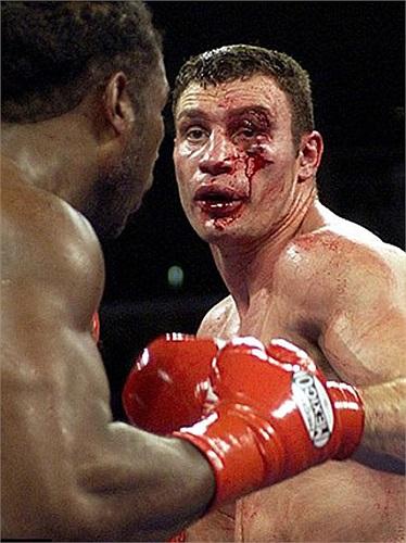 Sau khi hạ knock-out Mike Tyson năm 2002 và chấm dứt thành tích bất bại của Vitali Klitschko năm 2003, võ sĩ người Canada đã quyết định treo găng vào 1 năm sau đó