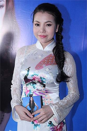 Nhưng những hình ảnh trước đây của Trà Ngọc Hằng không mấy ăn nhập với lời tuyên bố của trước đó của người đẹp.