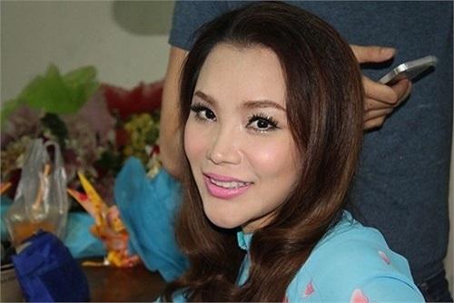 Bắt đầu từ năm 2011, Hồ Quỳnh Hương luôn xuất hiện với khuôn mặt phù nề...