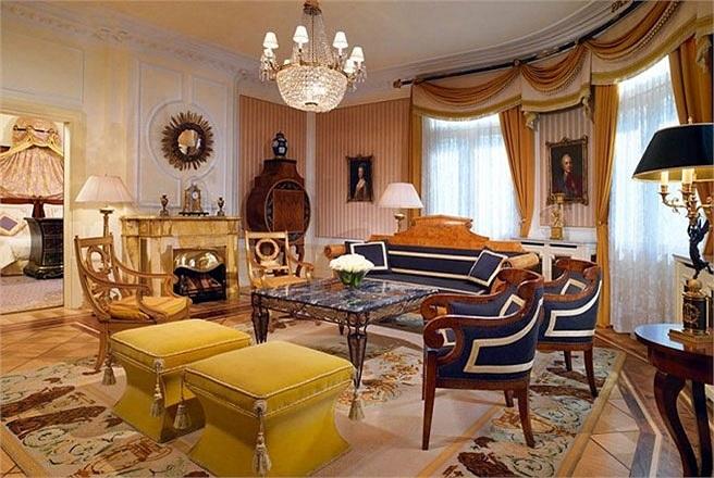 Phòng The Prince of Wales Suite, khách sạn Bristol, Vienna, Áo  Giá phòng: Khoảng 3.600 USD/đêm  Phòng The Prince of Wales Suite mang phong cách như căn phòng của một nhà quý tộc châu Âu. Đây là nơi đã từng tiếp đón nhiều nhân vật hoàng gia như vua E
