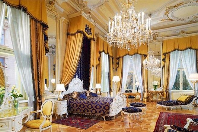 Phòng Royal Suite, khách sạn Imperial, Vienna, Áo    Giá phòng: Khoảng 3.800 USD/đêm    Trong Royal Suite có 3 phòng ngủ và 1 phòng khách rộng rãi. Phòng khách sạn này đã từng là nơi nghỉ lại của những ngôi sao lớn như Elizabeth Taylor, Richard Burto