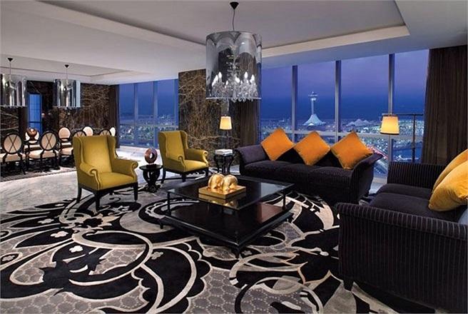 Phòng Royal Ethiad Suite, khách sạn Jumeirah trong tháp Ethiad Towers, Abu Dhabi, Các tiểu vương quốc Arab thống nhất (UAE)    Giá phòng: 18.000 USD/đêm    Phòng Royal Ethiad Suite có cả thảy 4 phòng ngủ, 6 phòng tắm và 2 phòng ăn, chiếm toàn bộ tầng