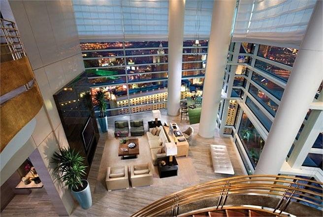 Phòng Sky Villa 12, tổ hợp Aria Resort & Casino, Las Vegas, Mỹ    Giá phòng: 7.500 USD/đêm    Phòng này là nơi mà nhiều tỷ phú Trung Quốc và các thành viên hoàng gia Trung Đông ưa thích chọn làm nơi nghỉ lại. Có tất cả 3 phòng ngủ trong phòng chiếm 2
