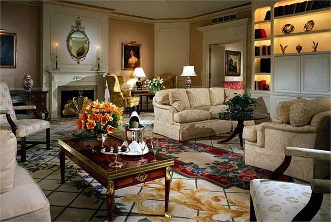 Phòng The Presidential Suite, khách sạn Waldorf Astoria, New York City, Mỹ    Giá phòng: Từ 10.000 USD/đêm    Có nhiều phòng tổng thống trong các khách sạn trên khắp thế giới, nhưng đây là phòng duy nhất mà tất cả các tổng thống Mỹ từ Tổng thống Herb