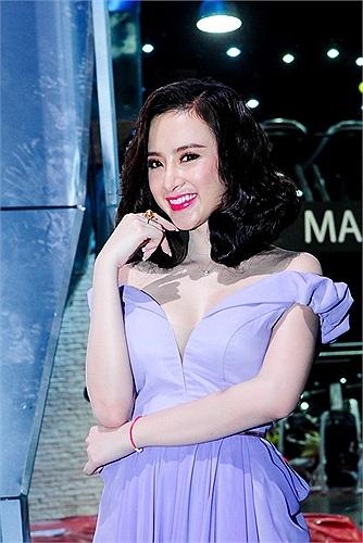 Cận cảnh chiếc nhẫn của Angela Phương Trinh.