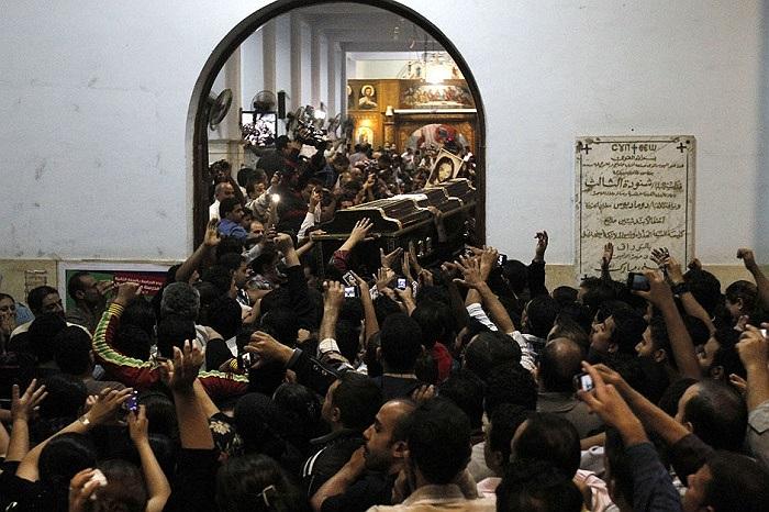 Đám tang các nạn nhân thiệt mạng trong vụ tấn công một đám cưới ở nhà thờ Cairo ngày 21/10