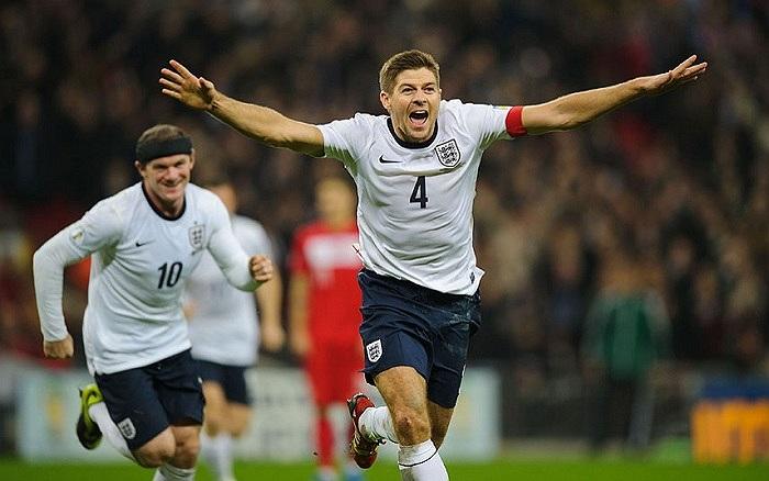 Tiền vệ Steven Gerrard của tuyển Anh ăn mừng bàn thắng trong trận đấu của đội bóng tam sư với Ba Lan
