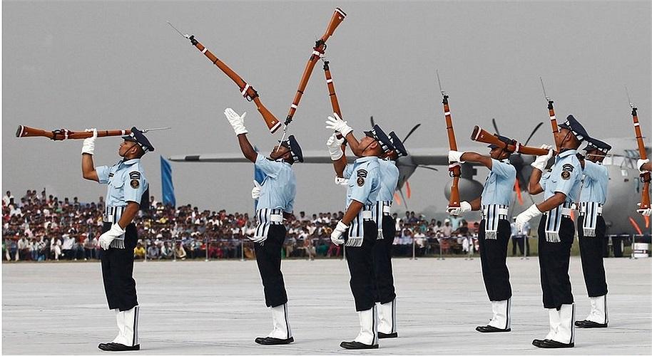 Màn trình diễn của những người lính Ấn Độ trong lễ kỷ niệm thành lập lực lượng không quân