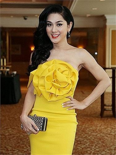 Cô đẹp rực rỡ và đằm thắm không kém bất cứ mỹ nhân nào trong showbiz Việt.