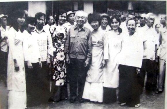 Đại tướng về thăm nhân dịp Nhà trường nhận đơn vị anh hùng năm 1985.