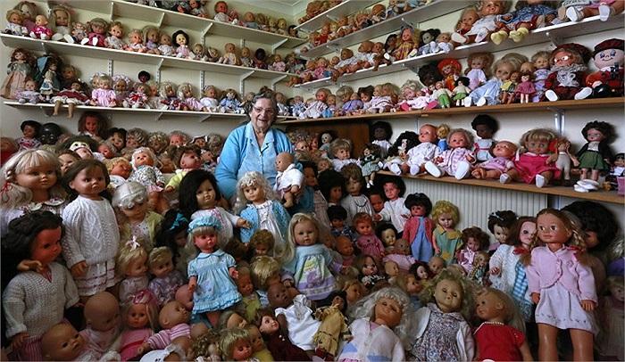 Bà Mary Hickey, 93 tuổi người Ireland cùng bộ sưu tập bao gồm 420 con búp bê của mình