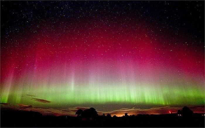 Hiện tượng cực quang xuất hiện trên bầu trời Scotland