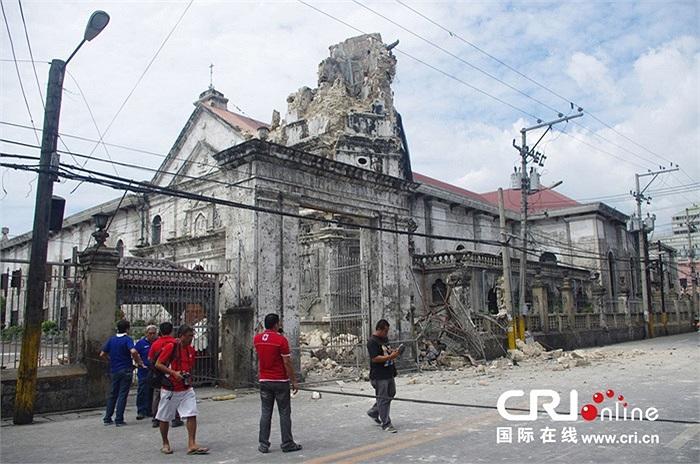 Giới chức Philippines cho biết 77 người thiệt mạng ở đảo Bohol, 15 người thiệt mạng tại thành phố Cebu và một người khác chết ở đảo Siquijor