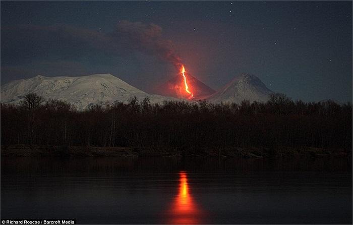 Núi lửa Kliuchevskoi là một trong những ngọn núi lửa hoạt động mạnh nhất trên thế giới. Các đợt phun trào của núi lửa này thường diễn ra 5-6 năm/lần và tạo ra các dòng nham thạch và tro bụi lớn.