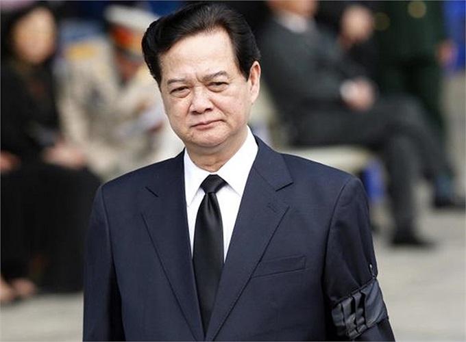 Thủ tướng Nguyễn Tấn Dũng lặng người khi tới viếng Đại tướng Võ Nguyên Giáp