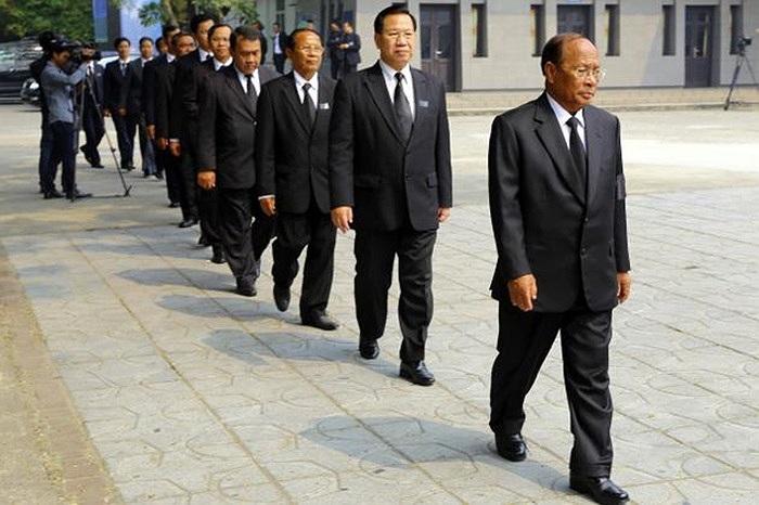 Ông Heng Samrin, Chủ tịch Quốc hội Campuchia dẫn đầu đoàn đại biểu nước này tới viếng Đại tướng hôm 12/10