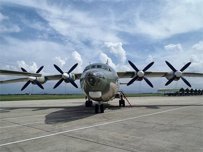 Vận tải cơ Y8F-200VV của không quân Venezuela vận chuyển khí tài cho quân đội