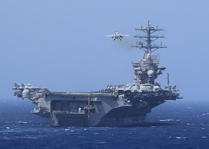Chiến cơ F/A-18E Super Hornet xuất kích từ tàu sân bay USS Nimitz