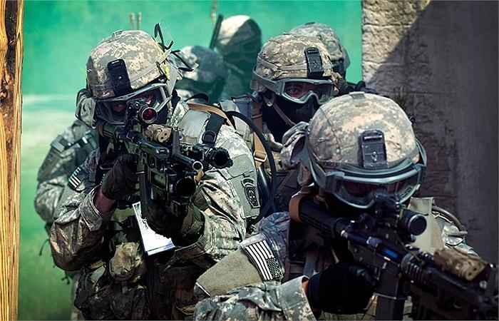 Lính dù Mỹ trong một cuộc tập luyện tác chiến trong đô thị