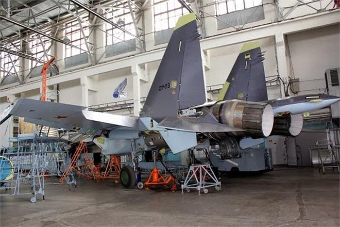 Bên trong nhà máy chế tạo máy bay chiến đấu đa chức năng Sukhoi Su-35S Flanker-E của Nga