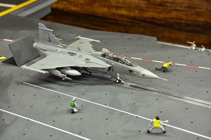 Mô hình về các chiến cơ trên tàu sân bay duy nhất của Hải quân Brazil Sao Paulo