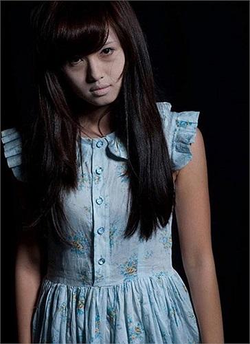 Tâm Tít với vai diễn cô gái 16 tuổi bị hãm hại cho đến chết trong bộ phim 'Giữa hai thế giới'.
