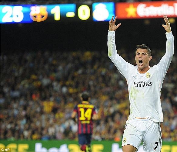 Nhưng Real không thể đứng trên vai Bale. Ronaldo vẫn là nhân tố quyết định. Song đêm qua, Ronaldo là chuỗi tức giận, phản ứng trọng tài...