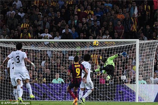 Phút 78, Alexis vào thay Neymar đã tung ra một cú sút tuyệt đẹp, hạ thủ thành Diego Lopez, nâng tỷ số lên 2-0 cho Barca.
