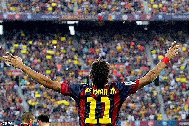 Một ngôi sao khác cũng lần đầu tiên chơi trận Siêu kinh điển là tiền đạo Neymar của Barca. Có giá chuyển nhượng chỉ bằng 1/2 Bale nhưng đêm qua, Neymar nhanh chóng khiến người ta quên đi Bale.