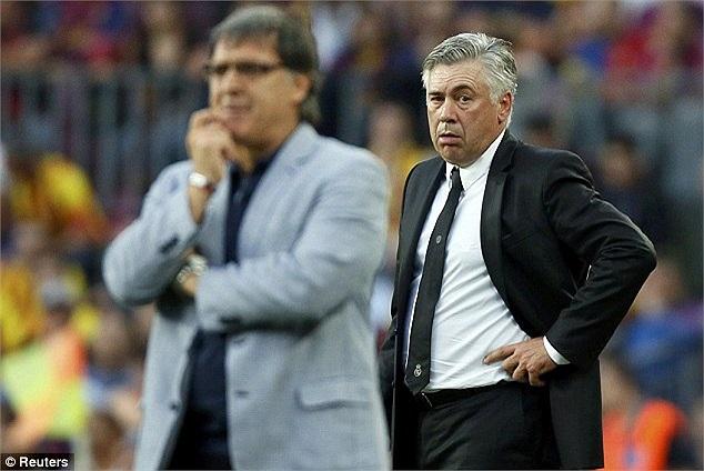 Và tất nhiên, Tata Martino (trái) có cớ để ăm mừng, còn Carlo Ancelotti là chất chồng gánh lo.