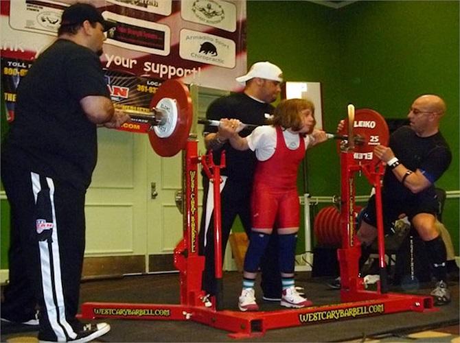Vào ngày 23/6/2013, Naomi tiếp tục phá kỷ lục do chính cô tạo ra khi nâng được khối lượng tổng cộng là 102.5 kg