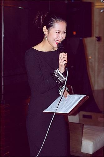Hoa hậu Thùy Lâm, người đẹp Dương Thùy Linh, vợ chồng diễn viên Hồng Ánh, ca sỹ Hà Linh cũng xuất hiện trong sự kiện.