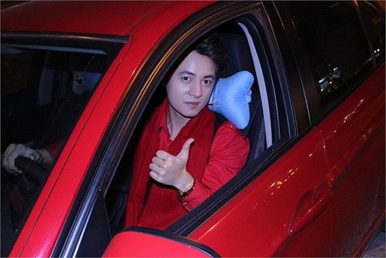 Trước đó, Đăng Khôi từng lái một chiếc xế hộp màu đỏ. Tuy nhiên, anh thuộc mệnh Thủy nên màu đỏ không hợp với Đăng Khôi. Nhiều người cho rằng đó chính là lý do nam ca sỹ sinh năm 1983 quyết định sắm xế mới.