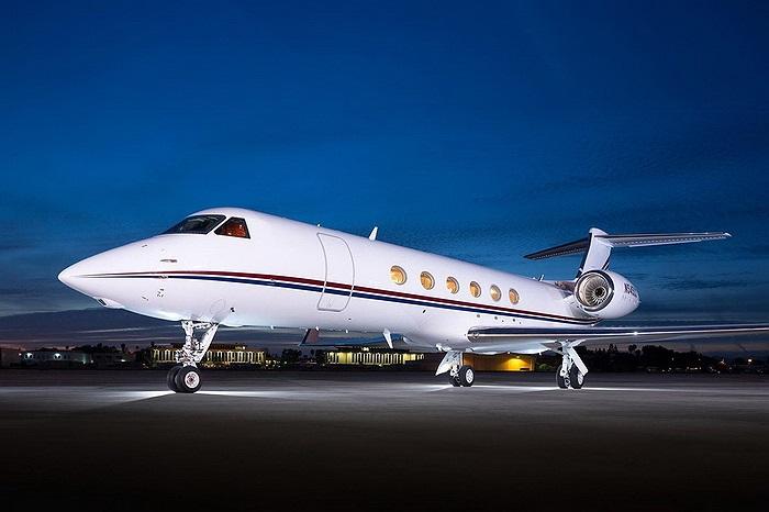 Để sở hữu chiếc chuyên cơ Gulfstream V này Schmidt đã phải bỏ ra tới 20 triệu USD.