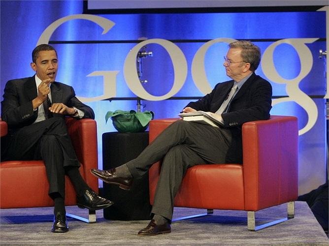 Schmidt có mối quan hệ khá chặt chẽ với Tổng thống Mỹ Barack Obama. Hiện ông đang là cố vấn công nghệ cho Tổng thống.