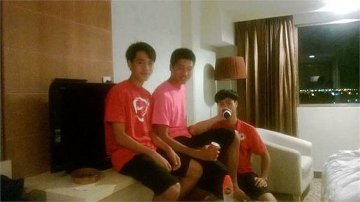 Đội U19 Việt Nam tranh thủ đi thăm Hà Nội