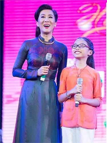 Ngắm Phương Mỹ Chi miệt mài chạy show trong nhiều chương trình ca nhạc thời gian gần đây.