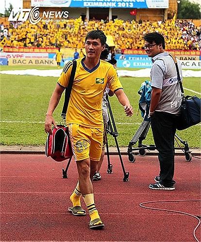 Công Vinh sẽ trở lại khoác áo SLNA khi hợp đồng cho mượn của SLNA với CLB của Nhật Bản kết thúc.
