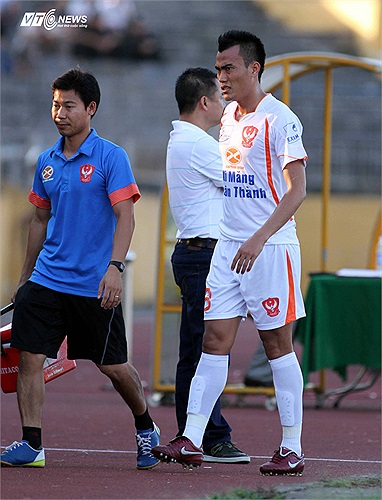 Trung vệ thép một thời của ĐT Việt Nam đã quyết định về đầu quân cho QNK Quảng Nam. Tuy nhiên, Phước Tứ chỉ nhận được một khoản lót tay khoảng 1 tỷ từ đội bóng quê nhà.