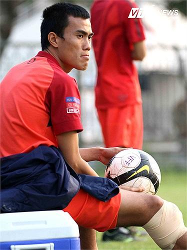 Việc đội bóng của anh em nhà bầu Thụy bỏ giải, bị đánh tụt xuống hạng 3 rồi sau đó giải tán đã khiến Phước Tứ trở thành cầu thủ 'vô gia cư'. Anh đã đánh tin muốn ra nhập Hà Nội T&T và V.Hải Phòng nhưng cả hai đội bóng này đã từ chối.