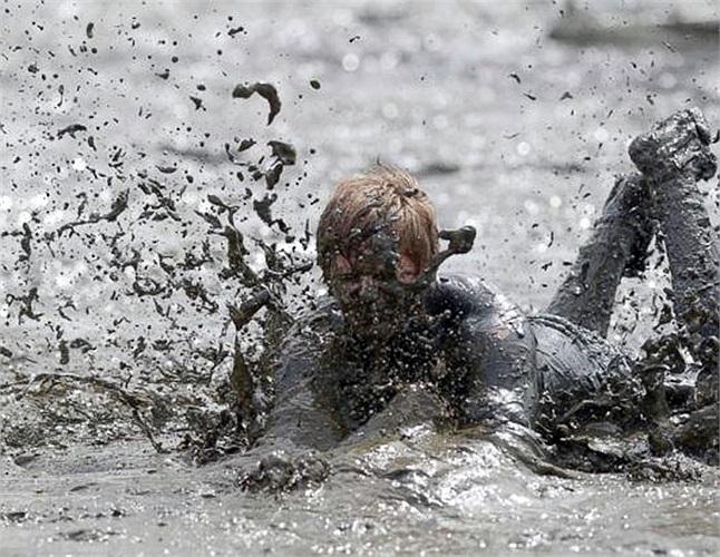 Cuộc thi Olympics bùn lần đầu tiên đã được tổ chức tại Hamburg