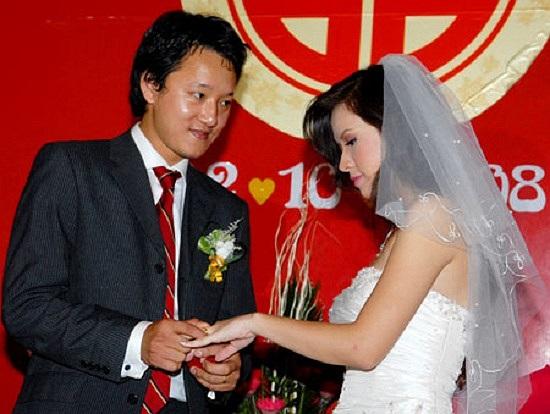 Không ít sao nữ đã gặp chuyện hôn nhân tan vỡ, thậm chí nhiều lần lên xe hoa mới tìm được hạnh phúc đích thực.